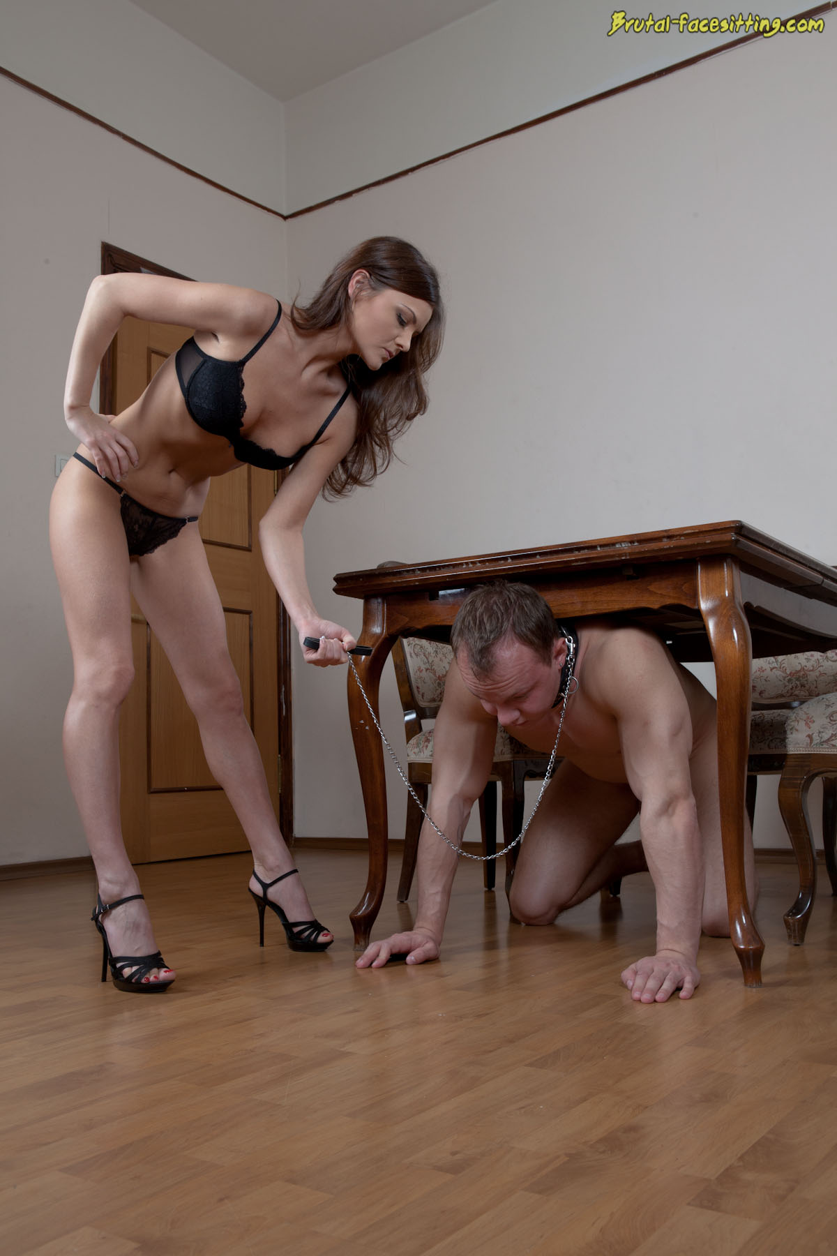 Видео госпожа унижает раба плевки фото 585-964
